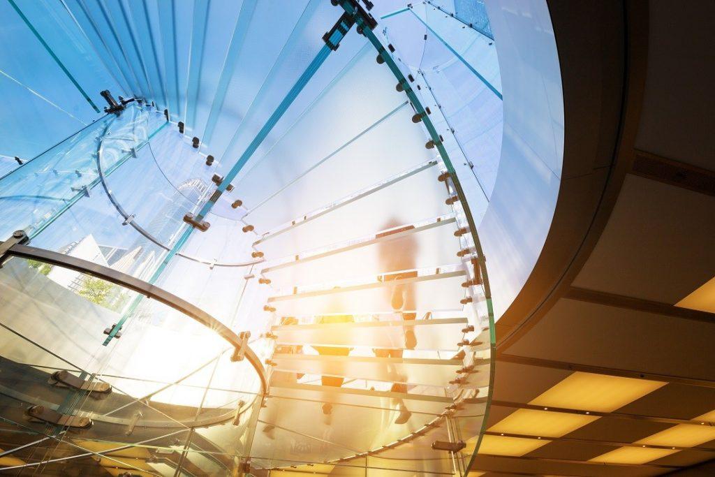 O czym należy pamiętać przy wyborze szklanych schodów do domu? Blog